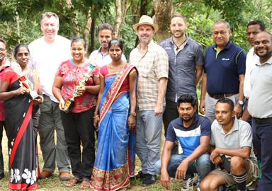 Unsere Ansprechpartner: Vertreterinnen der Arbeiterschaft mit Plantagenleitung